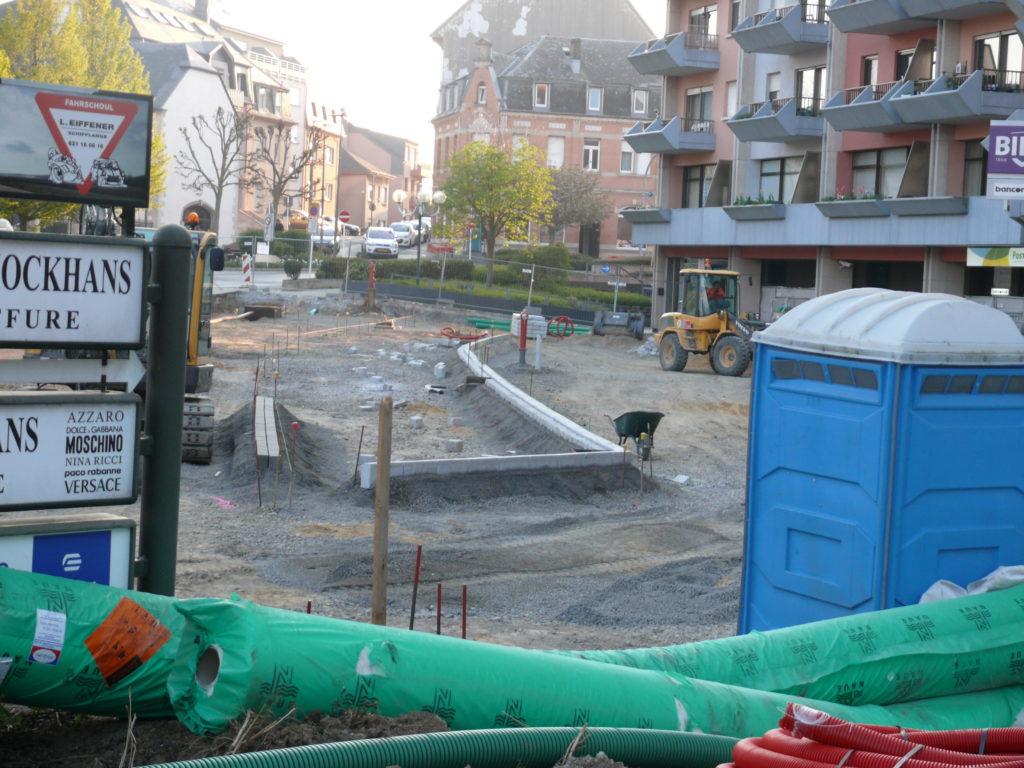 """Neugestaltung des Parkplatzes vor dem  """"CCAMR"""" Gebäude"""