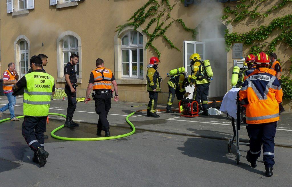 Gemeinsame Brandschutzübung von Feuerwehr und Polizei